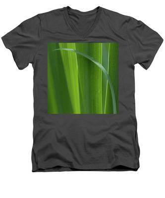 Blades 8587 Men's V-Neck T-Shirt