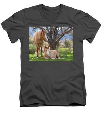 Good Mama Men's V-Neck T-Shirt