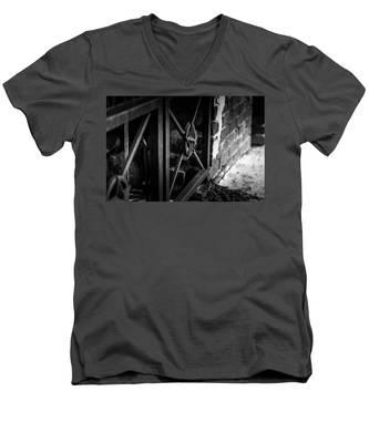 Iron Gate In Bw Men's V-Neck T-Shirt