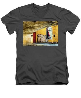 Kissing Under The Bridge Men's V-Neck T-Shirt