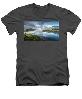 Malibu Lagoon To Santa Monica Skyline Men's V-Neck T-Shirt