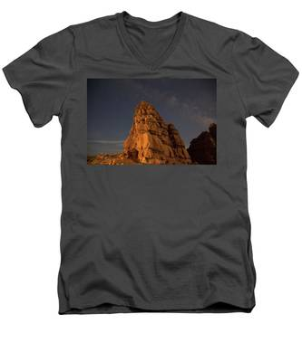 Men's V-Neck T-Shirt featuring the photograph Milky Way On The Rocks by Kyle Lee