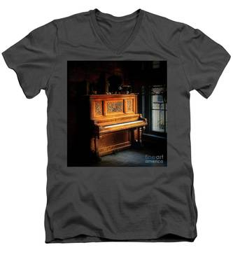 Old Wooden Piano Men's V-Neck T-Shirt