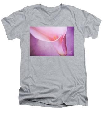 Calla Men's V-Neck T-Shirt