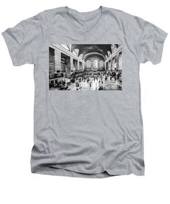 Grand Central Station -pano Bw Men's V-Neck T-Shirt