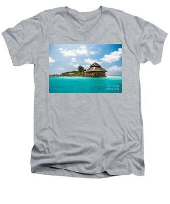 Rannaalhi Men's V-Neck T-Shirt