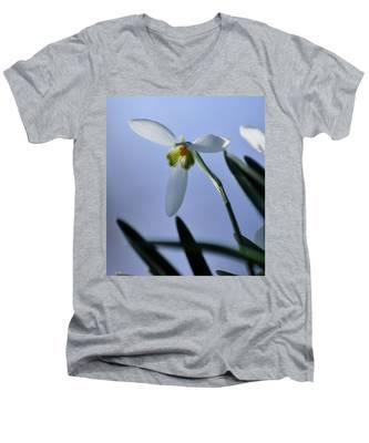 Giant Snowdrop Men's V-Neck T-Shirt