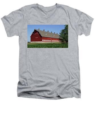 Big Red Barn In Spring Men's V-Neck T-Shirt