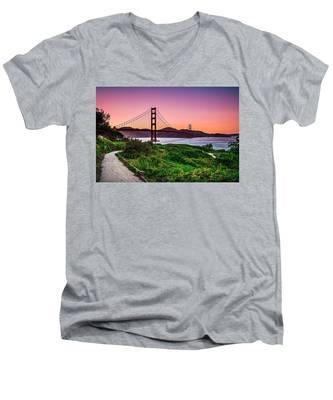 Golden Gate Bridge San Francisco California At Sunset Men's V-Neck T-Shirt