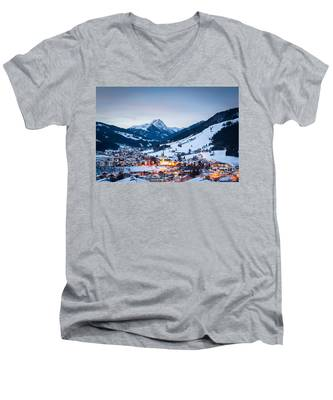 Kirchberg Austria In The Evening Men's V-Neck T-Shirt