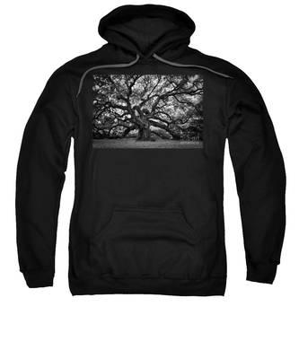 Dramatic Angel Oak In Black And White Sweatshirt