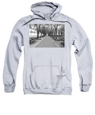 Charleston Waterfront Park Walkway - Black And White Sweatshirt