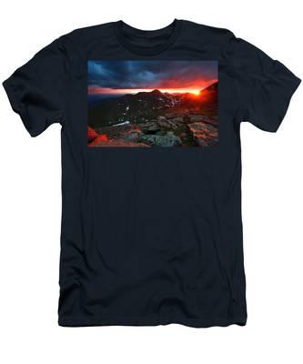 Goodnight Kiss Men's T-Shirt (Athletic Fit)