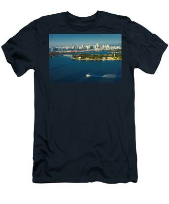 Miami City Biscayne Bay Skyline Men's T-Shirt (Athletic Fit)