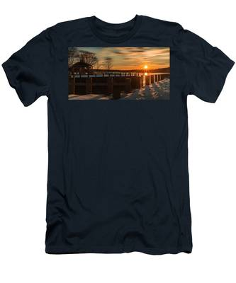 Northport New York Winter Sunset Men's T-Shirt (Athletic Fit)
