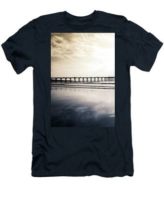 Pier On Duotone Men's T-Shirt (Athletic Fit)