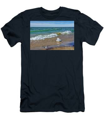Waves Heading To A Beach Men's T-Shirt (Athletic Fit)