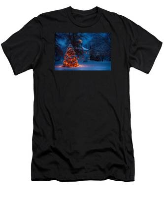 Men's T-Shirt (Athletic Fit) featuring the photograph Christmas At The Richmond Round Church by Jeff Folger