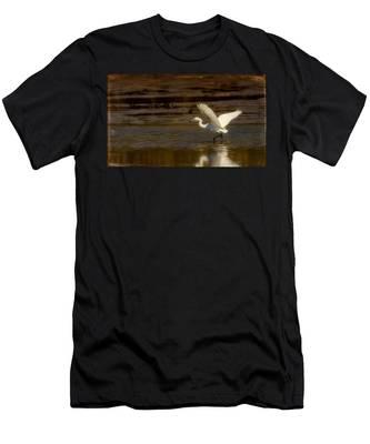 Great Egret Taking Off Men's T-Shirt (Athletic Fit)