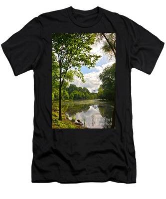 July Fourth Duck Pond With Goose Men's T-Shirt (Athletic Fit)