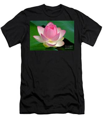 Lotus 7152010 Men's T-Shirt (Athletic Fit)