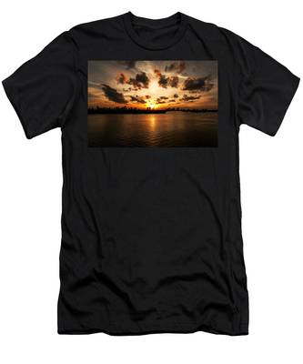 Miami Skyline Sunset Men's T-Shirt (Athletic Fit)