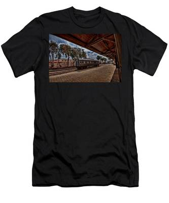 platform view of the first railway station of Tel Aviv Men's T-Shirt (Athletic Fit)