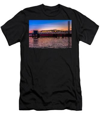 Surf City Swing Bridge Men's T-Shirt (Athletic Fit)