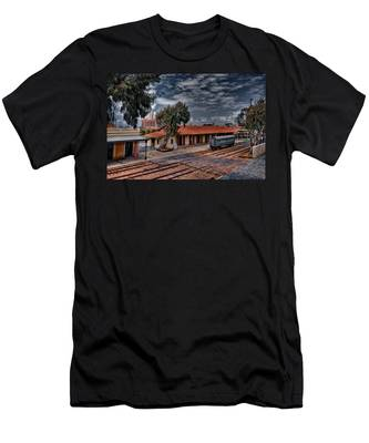 Tel Aviv To Jerusalem Men's T-Shirt (Athletic Fit)