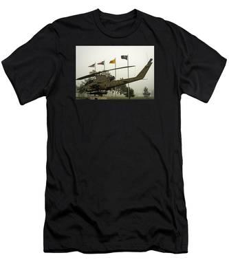 Vietnam War Memorial Men's T-Shirt (Athletic Fit)