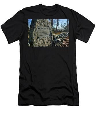 Captain John Locke Monument  Men's T-Shirt (Athletic Fit)