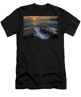 Diver's Cove Sunset Men's T-Shirt (Athletic Fit)