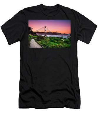 Golden Gate Bridge San Francisco California At Sunset Men's T-Shirt (Athletic Fit)