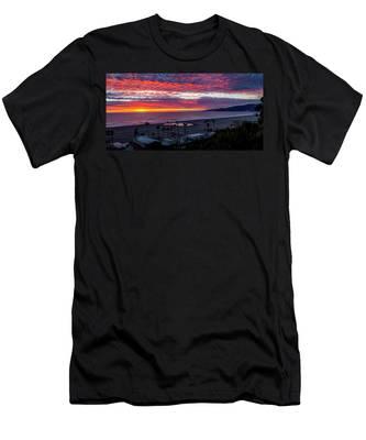 Golden Horizon At Sunset -  Panorama Men's T-Shirt (Athletic Fit)
