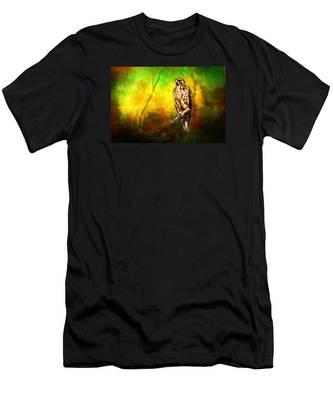 Hawk On Branch Men's T-Shirt (Athletic Fit)