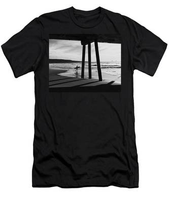 Hermosa Surfer Under Pier Men's T-Shirt (Athletic Fit)