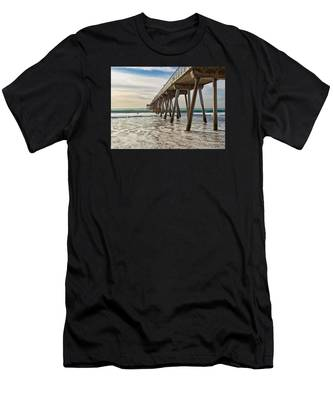 Hermosa Under The Pier Men's T-Shirt (Athletic Fit)