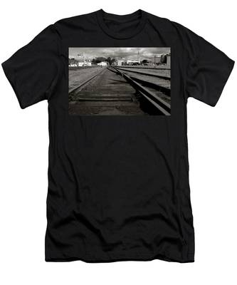 Last Train Track Out Men's T-Shirt (Athletic Fit)