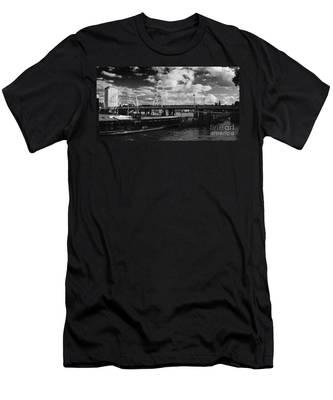 London S Skyline Men's T-Shirt (Athletic Fit)
