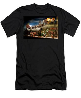 Macy's Miracle On 34th Street Christmas Window Men's T-Shirt (Athletic Fit)