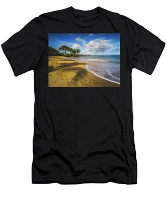 Maluaka Beach Men's T-Shirt (Athletic Fit)