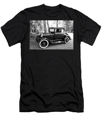 Model A In Black And White Men's T-Shirt (Athletic Fit)