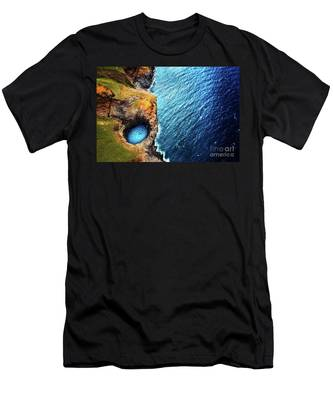 Na Pali Coast Kauai Men's T-Shirt (Athletic Fit)