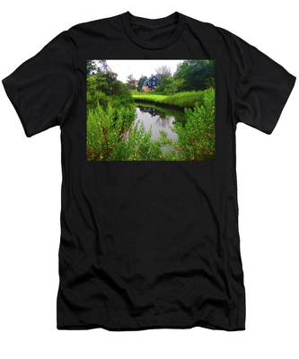 New England House And Stream Men's T-Shirt (Athletic Fit)