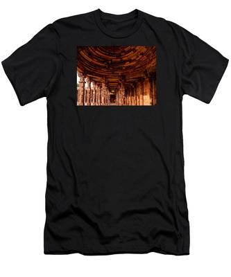 Qutub Minar Men's T-Shirt (Athletic Fit)