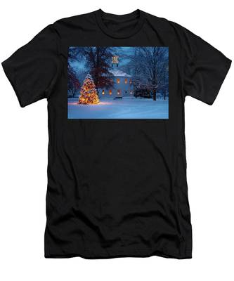 Men's T-Shirt (Athletic Fit) featuring the photograph Richmond Vermont Round Church At Christmas by Jeff Folger