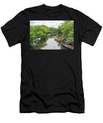 River Boat Dock Men's T-Shirt (Athletic Fit)
