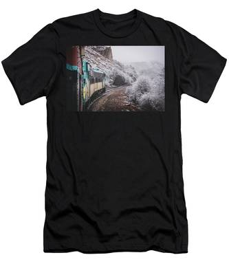 Snowy Verde Canyon Railroad Men's T-Shirt (Athletic Fit)