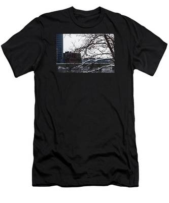 The River Divide Men's T-Shirt (Athletic Fit)