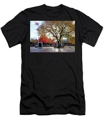 The Washington Elm Men's T-Shirt (Athletic Fit)